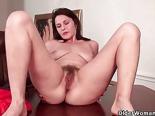 Mom's Hairy Pussy Gets an Orgasmic Treat
