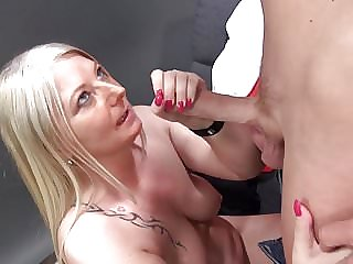 Mature Mother Suck and Fuck Young Photographer