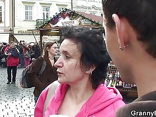 Old Granny-tourist Picked Up and Screwed