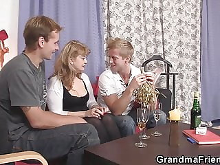 Sexy Mommy Enjoys Sucking and Riding