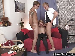 Two Dudes Pick Up Sexy Mommy for 3some