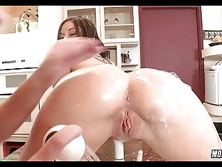 Cougar Washes Her Pussy