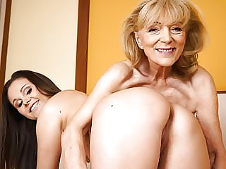 Szuzanne and Liza Shay Playing with Each Other's Pussies