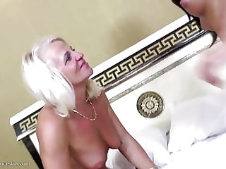 Sexy Mature Mom Fucked by Young Teen Girl
