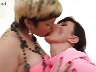 Amateur Mature Mom Fucked by Younger Girl