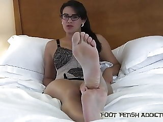 Suck My Toes and Worship My Feet, Slave