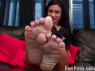 My Sexy Size 6 Feet Need to Be Sucked and Pampered