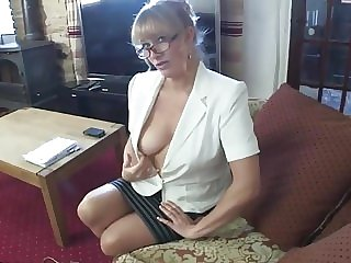 Downblouse MILF Lets You Sneak a Peek at Her Boobs