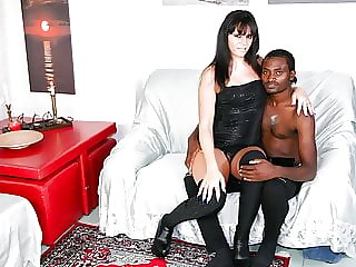 Scambisti Maturi - Interracial Pussy Eating with Hot Mature